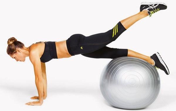 Упражнения на мяче в домашних условиях