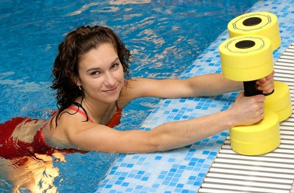 Какие упражнения делать в бассейне для похудения
