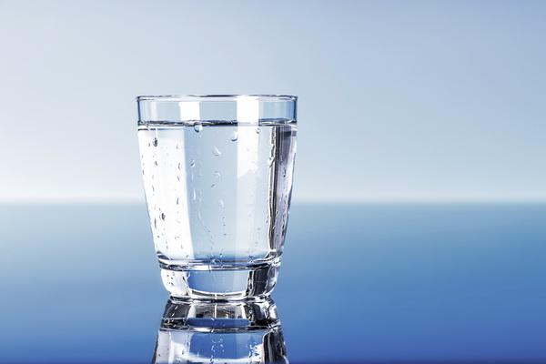 Разгрузочный день на воде для похудения