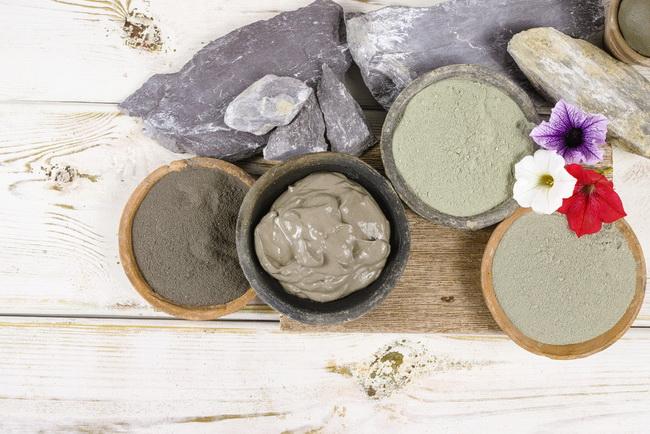 Способы применения косметической глины от целлюлита обёртывания маски массаж скрабы ванны