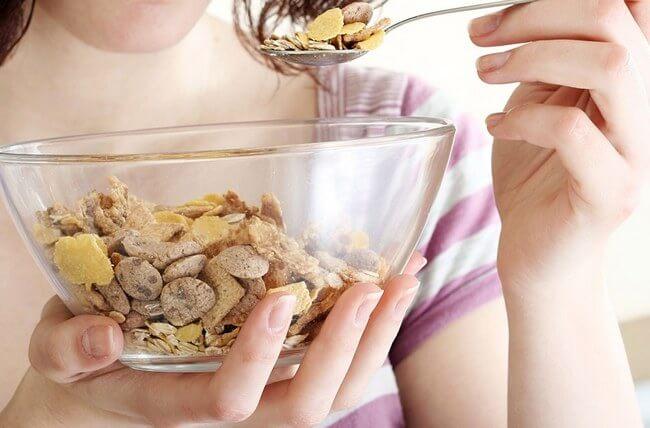Можно ли есть мюсли на диете, вечером, на ночь, на ужин? Полезно ли есть мюсли при похудении? Худеем правильно: можно ли есть мюсли при похудении